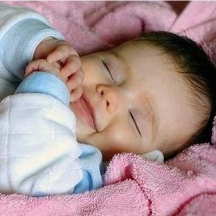 Bebeklerde Uyku Pozisyonu Nasıl Olmalıdır?