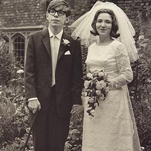 Bir Dahinin İnanılmaz Hayatı Stephen Hawking