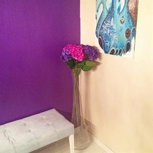 DIY Mor Duvarım: Salon Duvarını Nasıl Bayadık