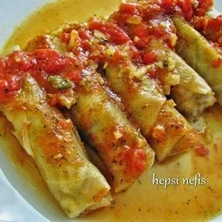 domates soslu etli lahana sarması tarifi