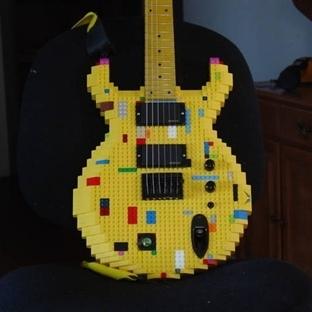 Farklı Malzemelerden Yapılmış 10 Gitar