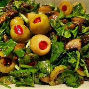 Ilık Salata Sevenler İçin:Zeytinli Mantar Salatası