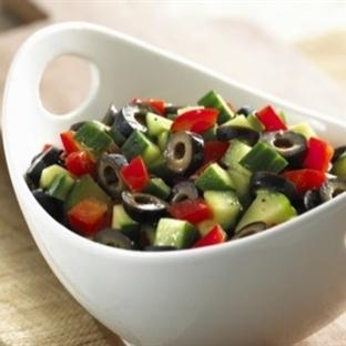 Kahvaltıya Yeşil Zeytin Salatası