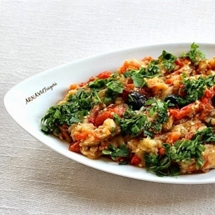 Közlenmiş Biber ve Domatesli Patlıcan Salatası