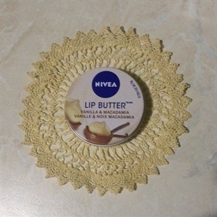Nivea Lip Butter - Vanilya & Macadamia
