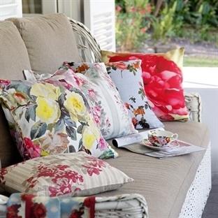 Renkli Yastıklarla Dekorasyon