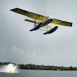 Uçakla Yalın Ayak Su Kayağı Yapmak