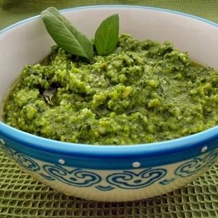 Yeşil Yapraklıların Çoğuyla Yapılır: Pesto Sos