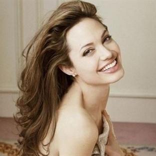 Angelina Jolie'nin Güzellik Maskesi