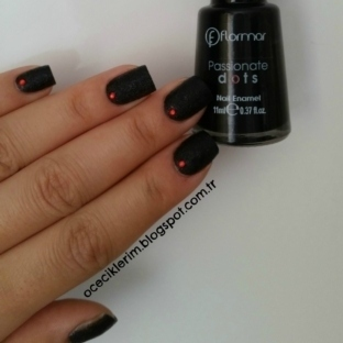 Flormar Passionate Dots  - PD06 Siyah Dokulu Oje