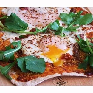 Kuru Domatesli, Yumurtalı Pratik Pizza