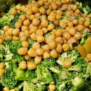 Nohutlu Brokoli Yemeği