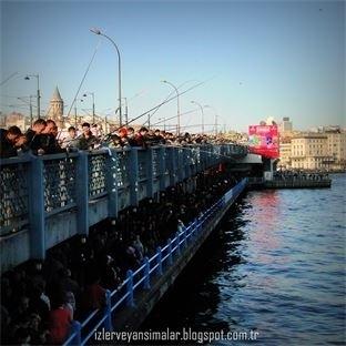 Olta balıkçılarının meskeni Galata köprüsü