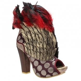 Sıradışı Ayakkabılarla Dikkat Çekmeye Ne Dersiniz?