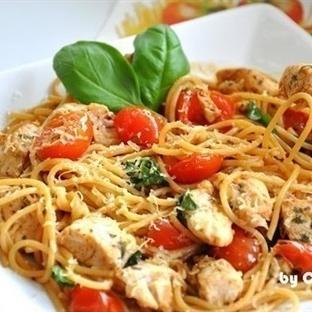 Tavuklu ve Domatesli Spagetti