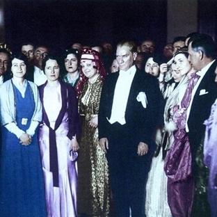 Atatürk Nabza Göre Şerbet Dağıtırdı