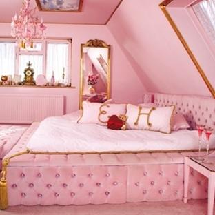 Barbie Evinde Kalmak İster Misiniz?
