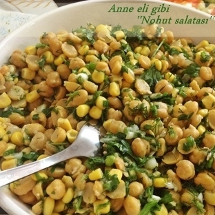 Besleyici Nefis Bir Salata