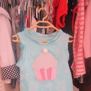 cupcake detaylı kız elbise modeli