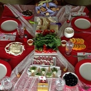 kırmızı konsept kahvaltı sofrası