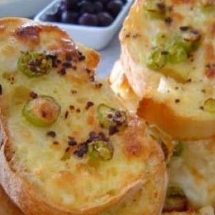 Krem Peynirli Ekmek Dilimleri Tarifi