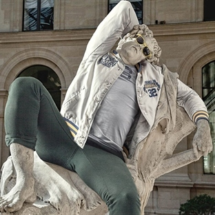 Louvre Müzesi'ndeki Heykeller Giyinirse