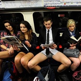 Metroya Pantolonsuz Binme Günü