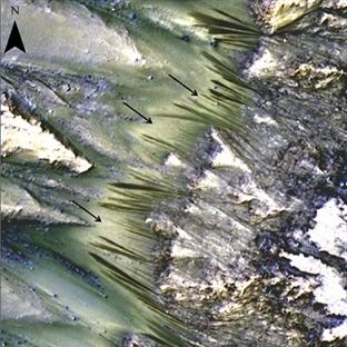 NASA Mars'ta Akan Bir Suya Dair Delil Buldu