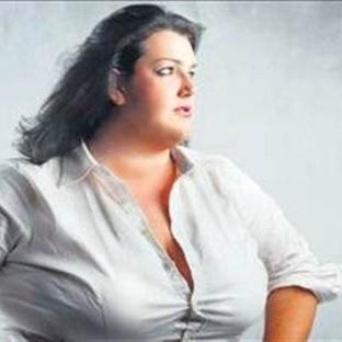 'Saçını Süpürge Eden Kadın' Obez Oluyor!