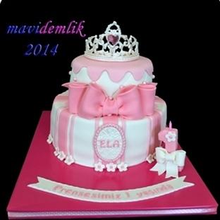 1 yaş taçlı prenses pastası
