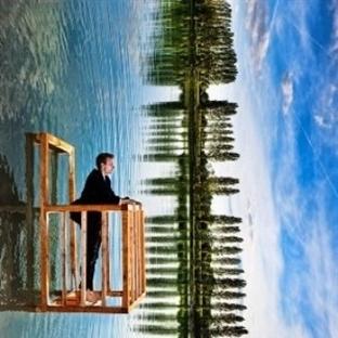 Bir Balkonu Olmalı İnsanın!