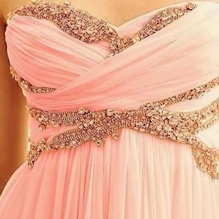 Diktirmek İçin Göz Alıcı Elbise Modelleri