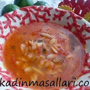 Domates Biberli Şehriye Çorbası