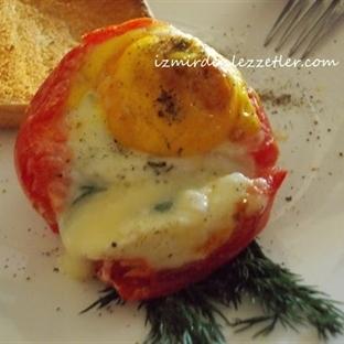 Domates İçinde Peynirli Yumurta