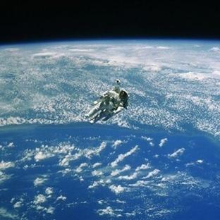 Dünya Uzaydan Nasıl Görünüyor ( Video )