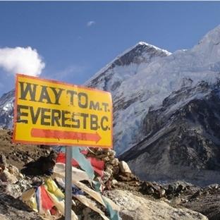 Dünyanın Çatısı Everest Tehlike Altında