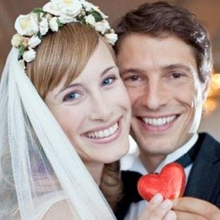 Evlilikte iki kişinin mutluluk üçgeni...