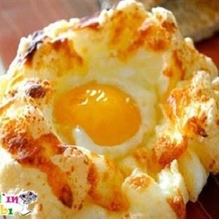Fırında Peynirli Yumurta Yuvası