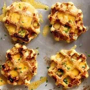 Kahvaltı için Patatesli Peynirli Waffle Tarifi