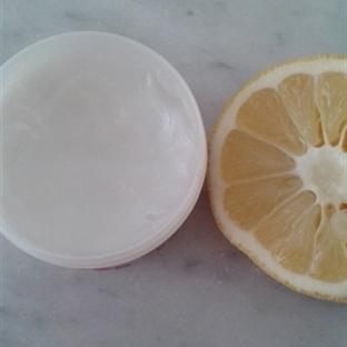 Kuru Ciltlere Vazelin ve Limon