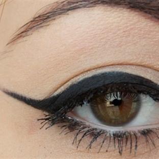 Kuyruklu Eyeliner Nasıl Yapılır?
