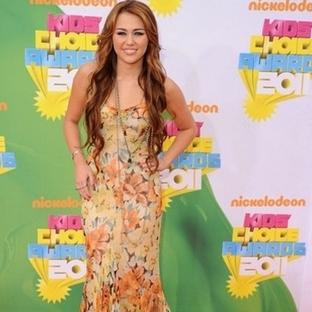 Miley Cyrus Kırmızı Halı Kıyafetleri 2014