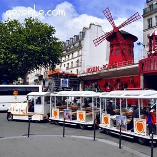 Paris'te Montmartre Tepesindeyiz..