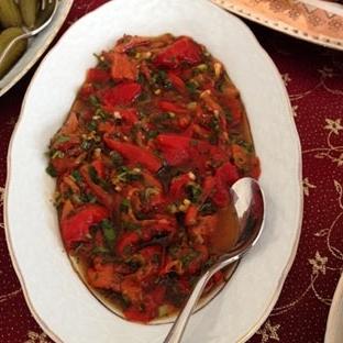 Sevim in Közlenmiş Biber Salatası