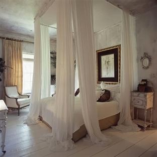 Yatak odasında cibinlikler