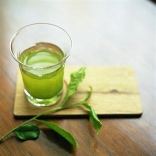 Yorgun ciltlere yeşil çay
