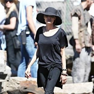 Angelina jolıeden Bayanlara Elbise Önerileri