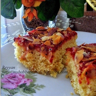 Bademli-reçelli kek