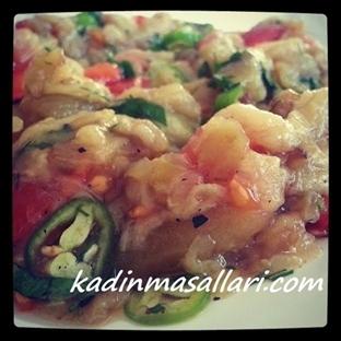 Domatesli Közlenmiş Patlıcan Salatası