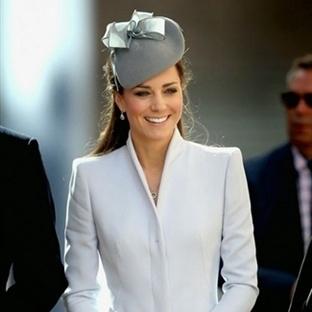 Kate Middleton: Alexander McQueen Gri Manto